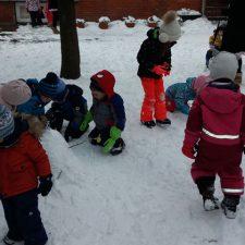 lala-i-lili-igra-sneg